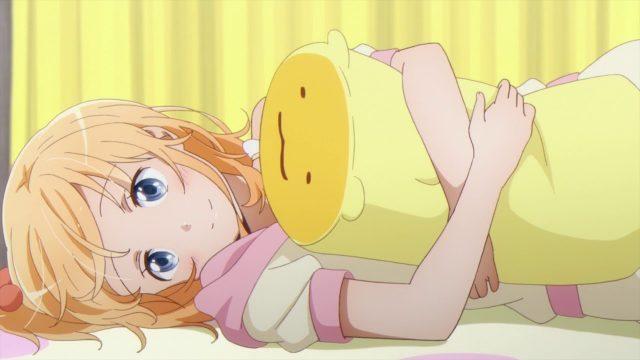 ベッドの上で横になる小夢