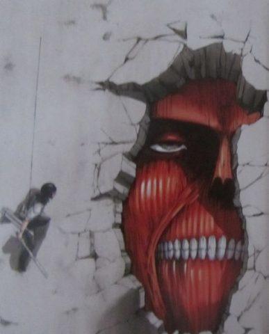 壁の中から顔が見えている巨人