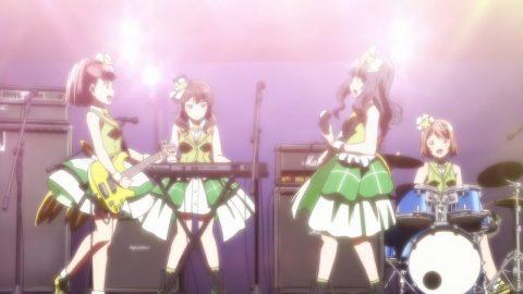 ライブで演奏するGlitter*Green