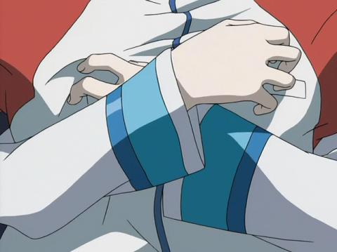 レントンの身体を抱きしめるエウレカの腕