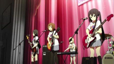 バンド「放課後ティータイム」学園祭のライブシーン