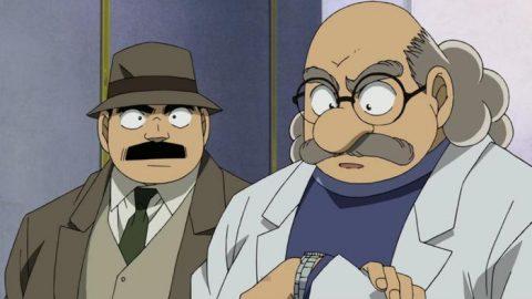 阿笠博士を見る目暮警部