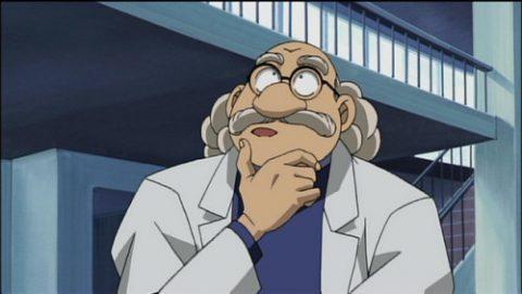 考え事をする阿笠博士