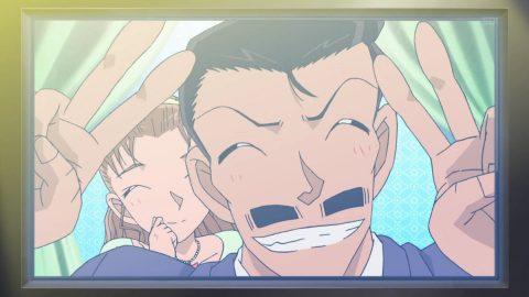 嬉しそうに沖野ヨーコとテレビに映る小五郎