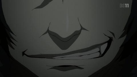 不敵な笑みを浮かべる怒突