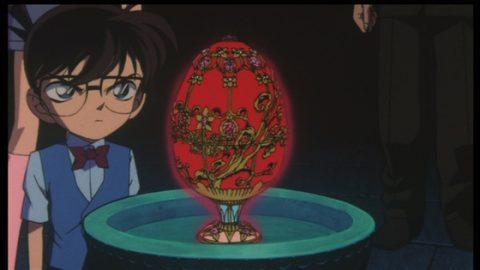 鈴木財閥が保有するエッグを見るコナン