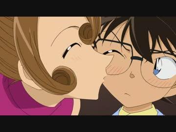 コナンにキスをする有希子