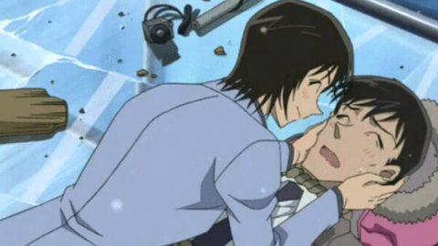 高木刑事にキスを迫る佐藤刑事