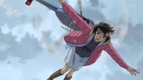高木刑事を助けるためヘリから飛び降りる佐藤刑事