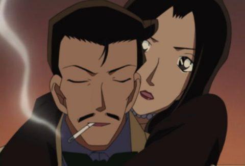 美女の誘惑に負けず推理する小五郎