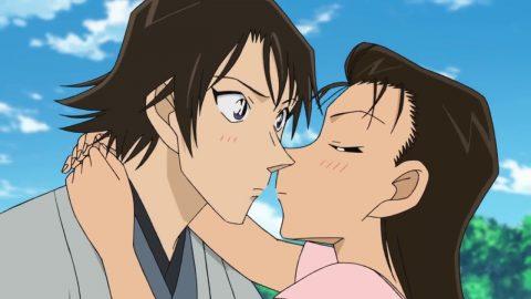 秀吉にキスをする由美