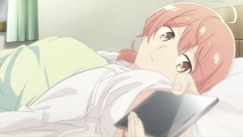 ベッドに寝転がる小糸
