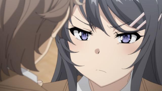 ムッとした表情の桜島麻衣