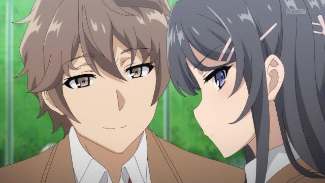 自身気な表情の梓川咲太を生意気そうに見る桜島麻衣