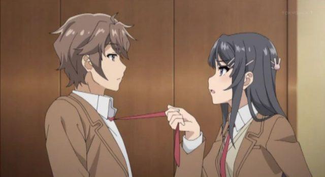 ネクタイを引っ張られる梓川咲太