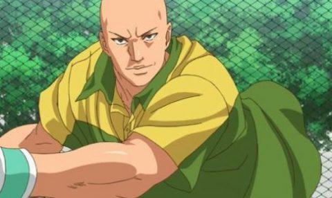 テニスをする石田