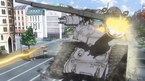 市街地で戦闘するガンタンク