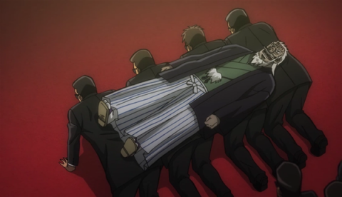 黒服ベッドに寝転ぶ兵藤