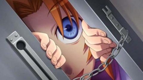 ドアを覗くレナ